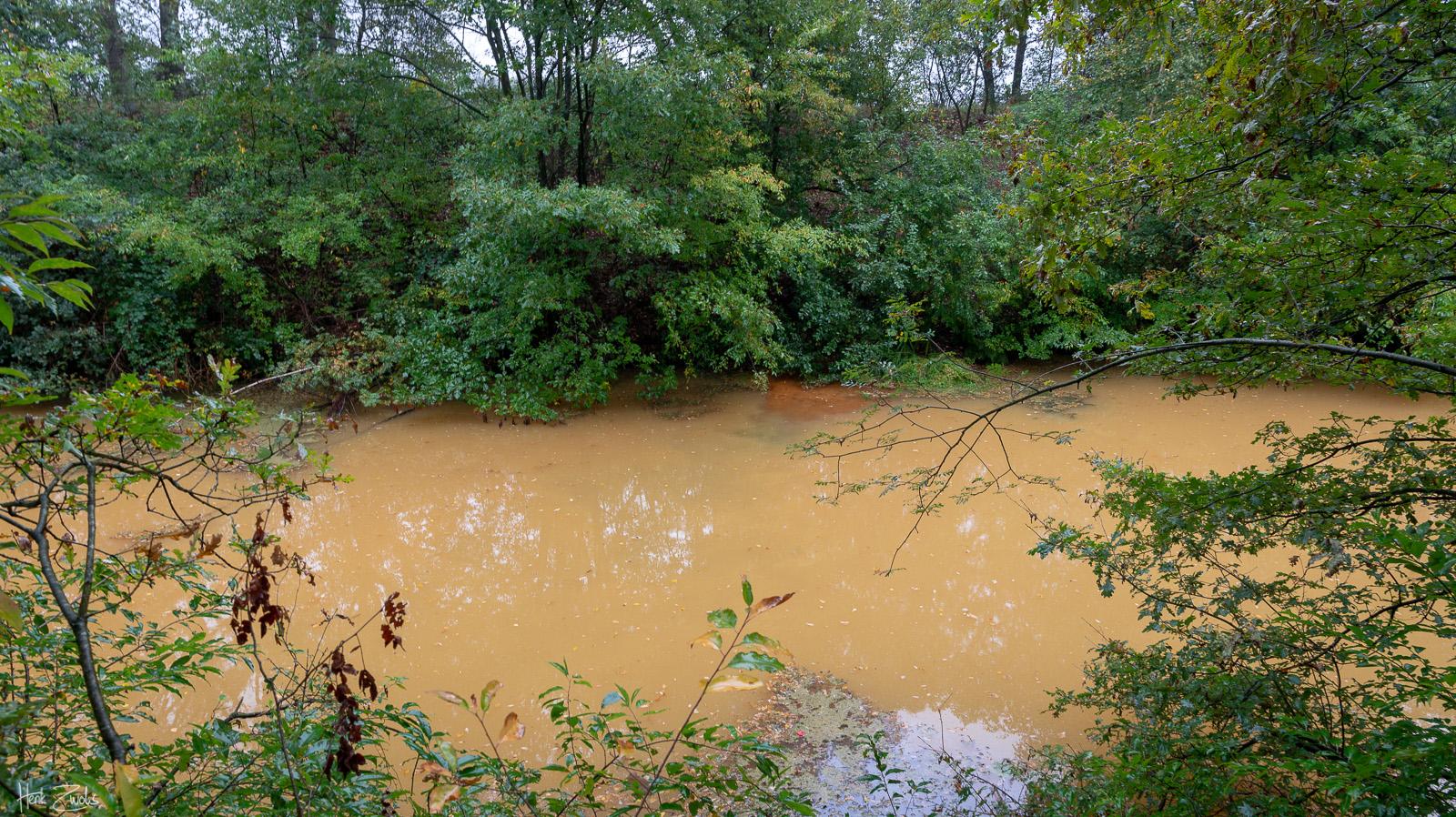 Water kleurt bruin in Oranjekanaal